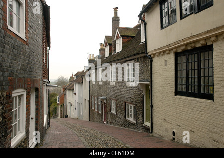 A view down a narrow cobbled street in Lewes. - Stock Photo