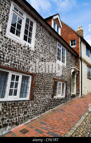 Cottages on a cobbled street in Lewes. - Stock Photo