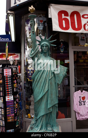 New York City city souvenir shop in Midtown Manhattan - Stock Photo