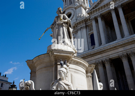 A statue of Queen Anne outside St Paul's Cathedral in London. - Stock Photo