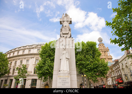 A statue commemorating the life of Edith Cavell in St Martin's Place near Trafalgar Square. - Stock Photo