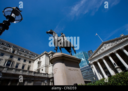 A statue of the Duke of Wellington outside the Royal Exchange. The statue is cast from the guns captured from the - Stock Photo