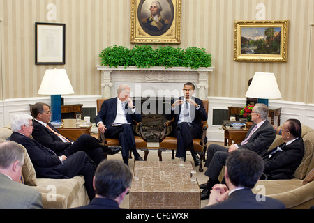 President Barack Obama and Vice President Joe Biden meet with House Republican and Senate Democratic leaders to - Stock Photo