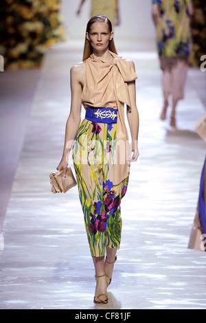 Blumarine Milan Ready to Wear Spring Summer German model Julia Stegner wearing sleeveless cream necktie top floral - Stock Photo