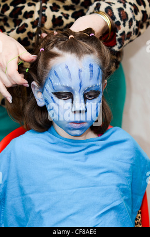 ... Avatar film · Young girl of 7 dresses up as Neytiri (a Nau0027vi) from the  sc 1 st  Alamy & Young girl of 7 dresses up as Neytiri (a Nau0027vi) from the 2009 Avatar ...