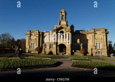 Cartwright Hall, opened 1904, is Bradfords civic art gallery. It's situated in Lister Park, Manningham, Bradford. - Stock Photo