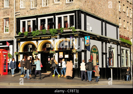 Deacon Brodie's Tavern on the Royal Mile, Edinburgh, Scotland - Stock Photo