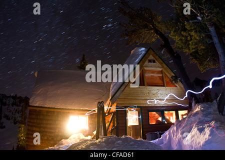 Mountain cabin at night, Fairy Meadows, Adamant Range, Selkirks, BC - Stock Photo