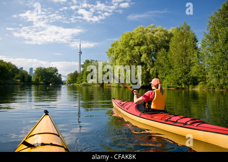 Sea-kayaking around Center Island in the Toronto Harbour, Lake Ontario, Toronto, Ontario, Canada. - Stock Photo