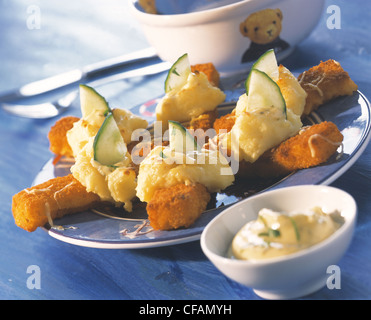Fish fingers with mashed potatoes au gratin - Stock Photo