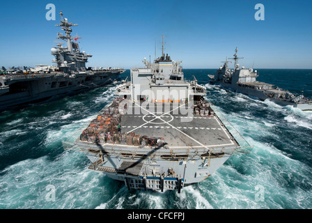 The Military Sealift Command fast combat support ship USNS Bridge (T-AOE 10) prepares to conduct a replenishment - Stock Photo