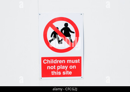 Children Must Not Play On This Site warning sign, Cambridge, England, UK - Stock Photo