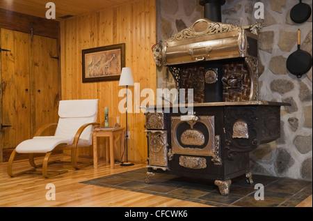 Antique brass bed dresser upstairs bedroom 1978 - Stock Photo