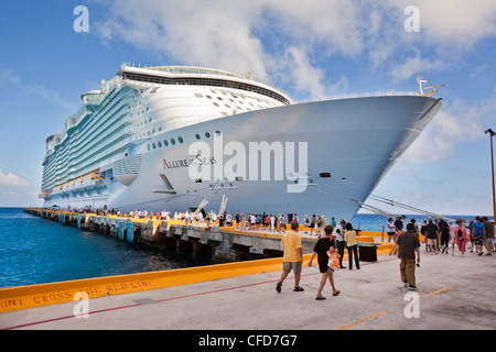 Cruise ship docks at the port of cozumel mexico stock - Allure of the seas fort lauderdale port address ...