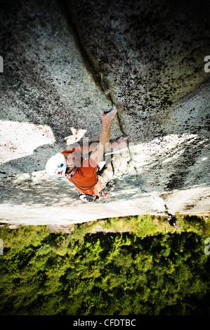 Trad Climber on Tantalus Crack Tantalus Wall, Stawamus Chief Provincial Park, Squamish, British Columbia Canada0 - Stock Photo