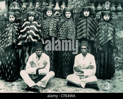 Last concubines and eunuchs of Ottoman Harem in 1909 - Stock Photo