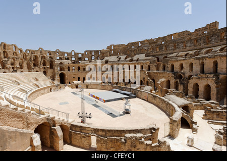 El Jem. Tunisia. West to East view of vast elliptical arena and interior of the magnificent honey coloured ancient - Stock Photo