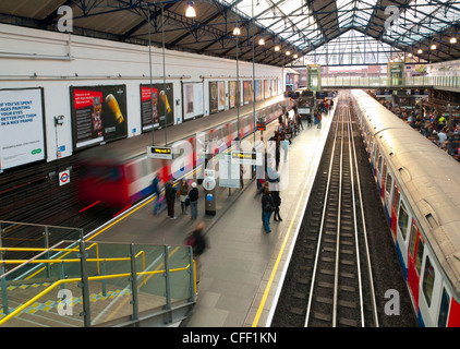 District Line platforms, Earls Court Underground Station, London, England, United Kingdom, Europe - Stock Photo