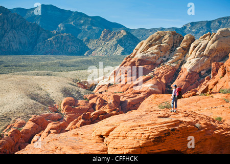 A hiker in the Calico Hills, Red Rock Canyon National Conservation Area, Nevada, USA. - Stock Photo
