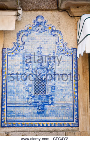 Blue and white wall tiles depicting the Manueline Gothic window found at the Convento de Cristo Tomar - Stock Photo