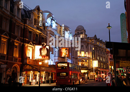 Theatres in Shaftesbury Avenue, the West End of London at  night - theatreland - Stock Photo