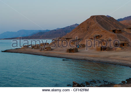 Castle Beach and a camp with huts on the hill along the Gulf of Aqaba. - Stock Photo