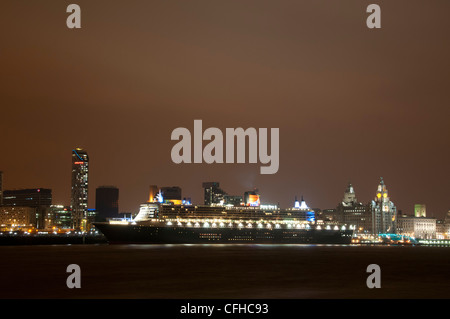 The Cunard Cruise Liner 'Queen Mary 2 ' in Liverpool - Stock Photo