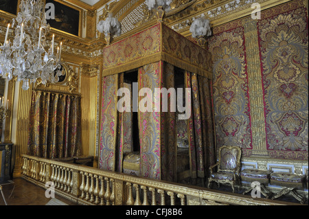 Bed, King's chamber, Versailles, France (where Louis XIV, 1638-1715 King of France, died) - Stock Photo