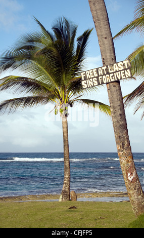 sign on coconut tree by Sallie Peaches beach Big Corn Island Nicaragua - Stock Photo