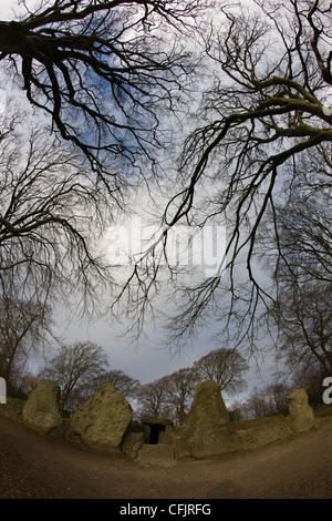 Wayland's Smithy, ancient neolithic chambered long barrow on The Ridgeway