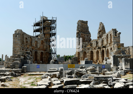 Perge. Antalya. Turkey. View of the twin towers of the 3rd century BC Hellenistic gate that mark the entrance to - Stock Photo