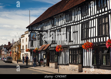 Warwickshire, Stratford on Avon, Chapel Street, Falcon Inn, half timbered hotel with colourful hanging baskets - Stock Photo