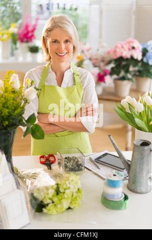 USA, New Jersey, Jersey City, Senior female florist at work - Stock Photo