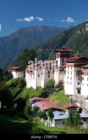 Trongsa Dzong set against tree-covered mountains, Trongsa, Bhutan, Himalayas, Asia - Stock Photo