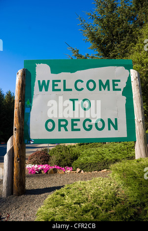Welcome to Oregon sign on Highway 101 - Stock Photo