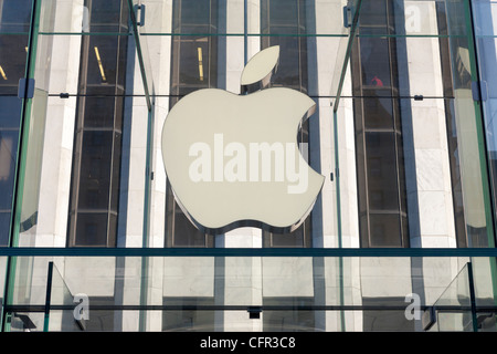 The entrance to the flagship Apple store on 5th Avenue in New York City - Stock Photo