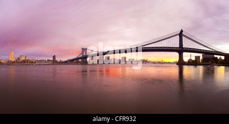 The Brooklyn and Manhattan Bridges spanning the East River, New York City, New York, United States of America, North - Stock Photo