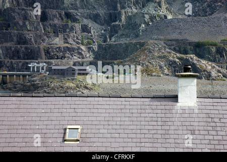 Slate roof overlooking Dinorwic Slate Quarry near Llanberis in North Wales - Stock Photo
