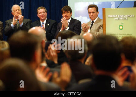 Joining in a multi-million dollar announcement are (l-r) Senator Don Perata, BP America, Inc. Chairman and President - Stock Photo
