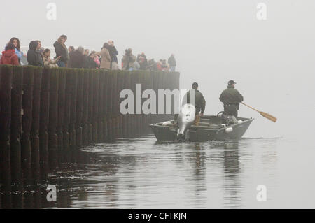 East Hampton, NY - 1/15/07 -  New York State Dept. of Environmental Conservation Police launch a small boat to do - Stock Photo