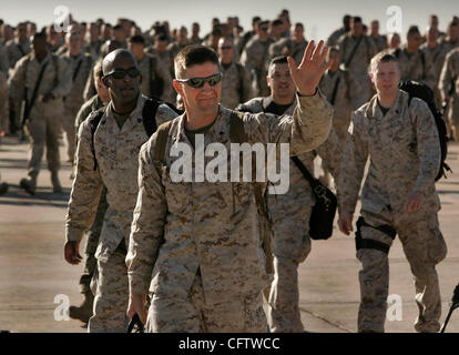 HLmarinesReturn267554x004.jpg 1/24/2007 MIRAMAR (San Diego, California) USA_ U.S. Marine Corps Lt. Col. DAVID (cq) - Stock Photo