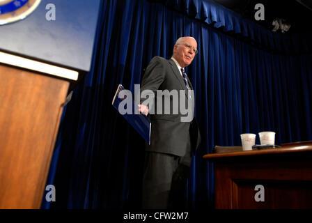 Feb 01, 2007 - Washington, DC, USA - Senate Judiciary Committee chairman PATRICK LEAHY (D-VT) discusses his meeting - Stock Photo