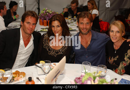 Mar 31, 2007 - Malibu, California, USA - CINDY CRAWFORD, RANDY GERBER, and an unidentified couple pose for photos - Stock Photo