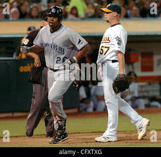 Tampa Bay Devil Rays Delmon Young scores on a passed ball to make score 4-1 as Oakland A's starting pitcher Chad - Stock Photo