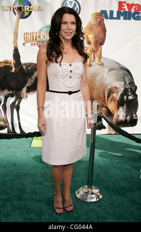 Jun 10, 2007 - Universal City, CA, USA - LAUREN GRAHAM at the 'Evan Almighty' World Premiere presented by Universal - Stock Photo