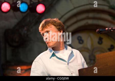 Jul 02, 2007 - Saratoga, CA, USA - Grammy award-winning singer-songwriter and guitarist STEVE WINWOOD performs live - Stock Photo