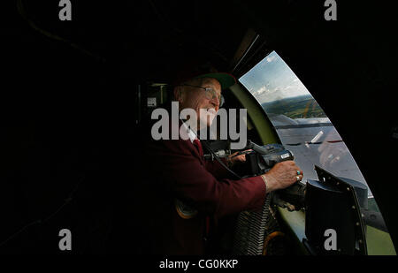 July 6th, 2007 - Blaine, MN, USA -  Eighty-five-year-old Ray Elias, White Bear Lake, takes in the sights and sounds - Stock Photo