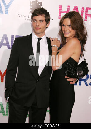 Jul 16, 2007 - New York, NY, USA - Actor JAMES MARSDEN and LISA LINDE at the arrivals for the New York premiere - Stock Photo