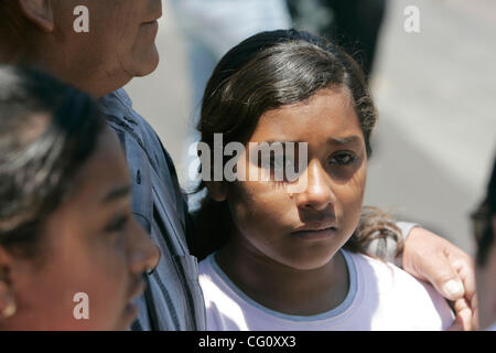 July 17th, 2007, San Diego, California, USA. JOVANA MUNOZ, 10, begins to cry when asked if she is afraid to be separated - Stock Photo