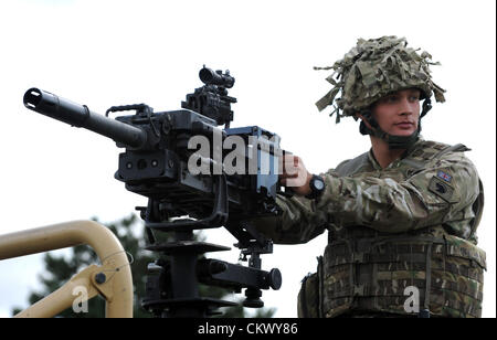 Heavy caliber machine gun… Mechanized Brigade who are deploying  to Afghanistan this autumn on Operation HERRICK - Stock Photo
